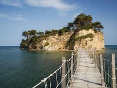 Прогулка до Агиос Состис (Камео) острова недалеко от курорта Лаганас, остров Закинф, Греция.