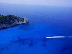 Моторная лодка и скалы, Закинф, Греция