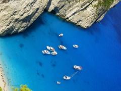 Лодки на побережье острова Закинф, Греция