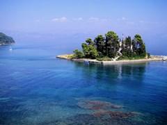 Небольшой остров у берегов Корфу