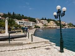 Старая греческая деревня Кассиопи в острове Корфу