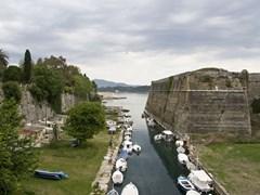 Старая крепость главный вход на острове Корфу, Греция