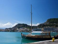 Деревянная лодка, Корфу