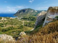 Красивый залив Кефалос на греческом острове Кос
