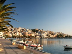 09_Sitia-The-seafront-promenade-at-Sitia,-the-main-town-of-Lasithi-province,-Crete,-in-early-morning-light.