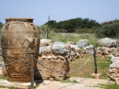 13_Phitos-in-minoan-Palace-of-Malia---Crete.-Pithos-is-the-ancient-Greek-word-for-a-large-storage-jar-of-a-characteristic-shape---Grece