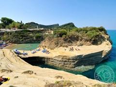 Пляж на скале, Корфу