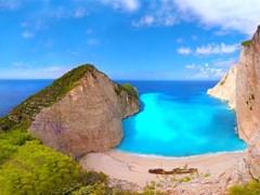 Панорама пляжа с кораблекрушение Навагио на Закинф, Греция