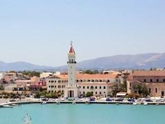 Панорамный вид на город и порт острова Закинф, Греция.