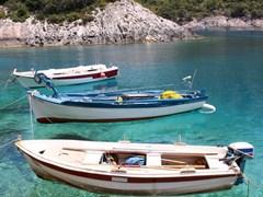 небольшие рыбацкие лодки в Порто Вроми, Занте (Закинф)