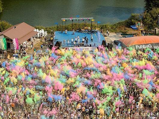 «Разноцветный день» в этом году на крыльях Ellinair!