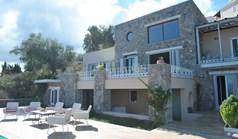 Villa 360 m² in Corfu