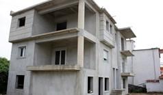独立式住宅 305 m² 位于新马尔马拉斯(哈尔基季基州)