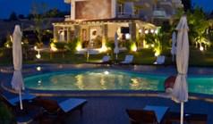 فندق 800 m² في کاساندرا (هالكيديكي)