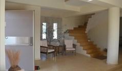 بيت صغير 330 m² في لوتراكي