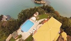 Villa 390 m² in Corfu