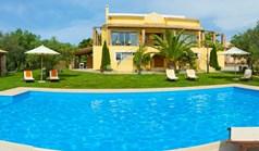Villa 1055 m² in Corfu