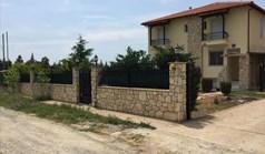 Kuća 360 m² u predgrađu Soluna