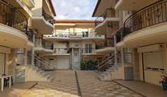公寓 75 m² 位于哈尔基季基州