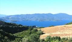 أرض 5600 m² في وسط اليونان