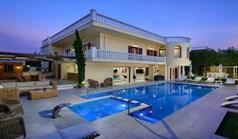 ویلا 320 m² در کرت
