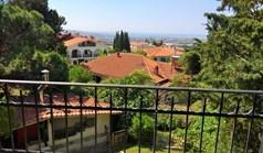 Kuća 250 m² u predgrađu Soluna