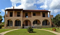Detached house 260 m² in Corfu