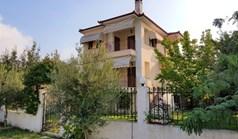 独立式住宅 135 m² 位于新马尔马拉斯(哈尔基季基州)