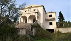 Detached house 420 m² in Corfu