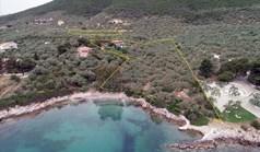 地皮 19000 m² 位于希腊中部