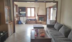 Stan 140 m² u Atini