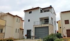 独立式住宅 180 m² 位于哈尔基季基州
